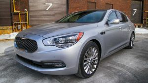 TAG Picture of silver armored KIA K900 sedan with run-flat tire system