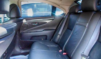 Picture of armored Lexus LS sedan back seats